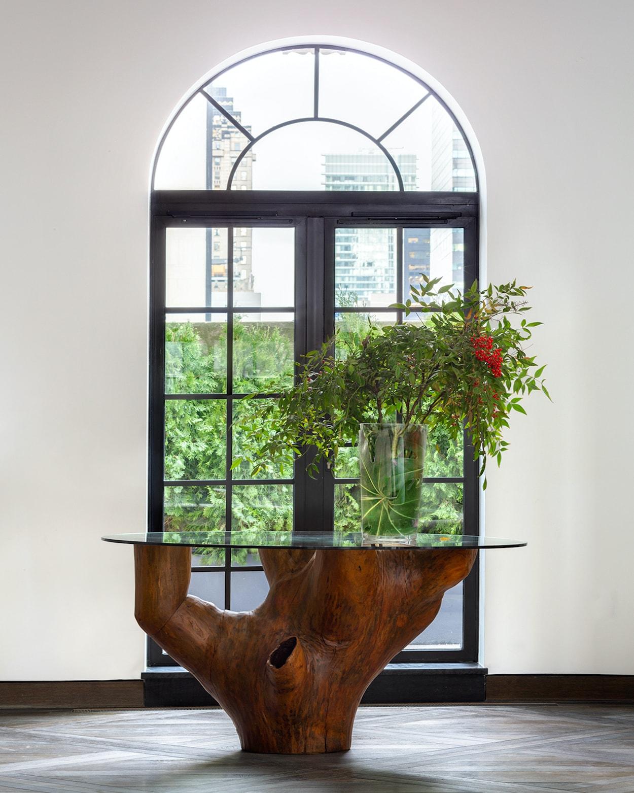 2_©_Robert_Granoff_111_W_57th_PH_20_Living_Room_Dining_Table_Detail-min